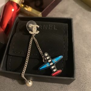 Single Chanel SS16 Airplane with Pearl Earring